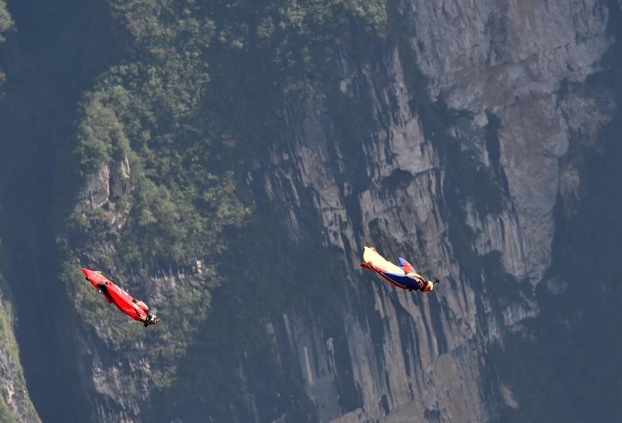 Daredevil wingsuit jumpers glide over Yunnan