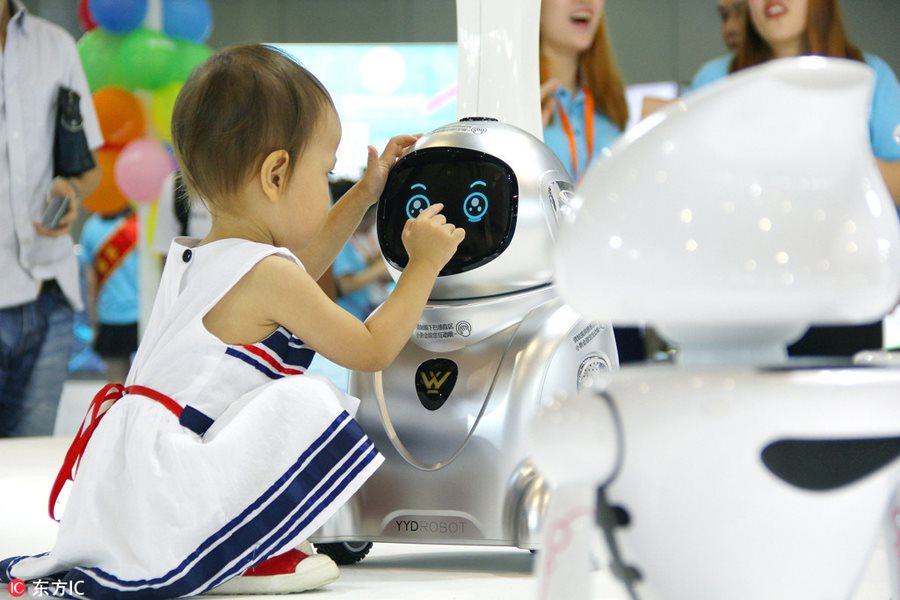 Beautiful, smart robots shine at expo in Nanjing