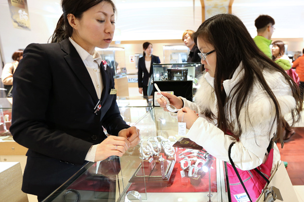 Top 10 destinations where Chinese luxury buyers spend most
