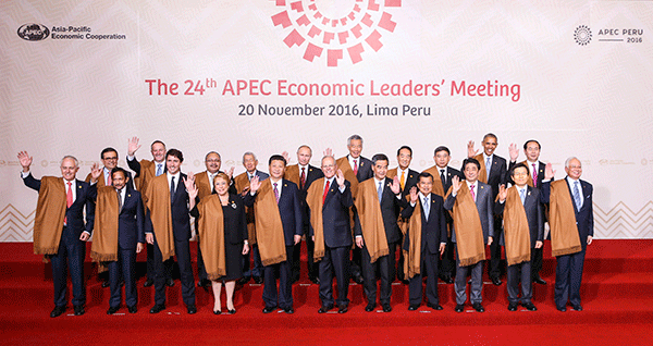Xi makes speech at APEC leaders informal meeting
