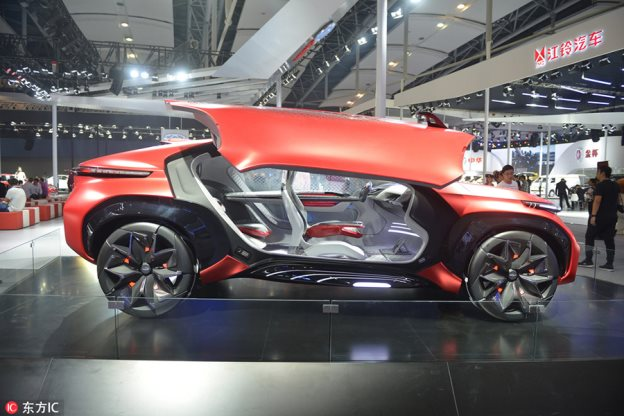 New energy cars and VR attract visitors at Auto Guangzhou